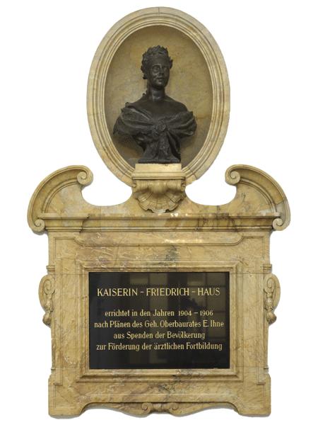 Statue von Kaiserin Friedrich